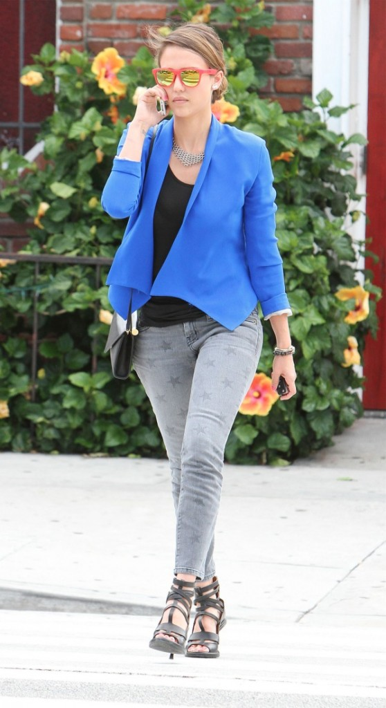 jessica-alba-current-elliott-star denim