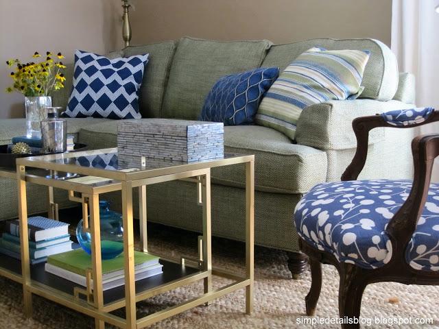 Lunes de decoraci n c mo vestir un sof con cojines la - Decoracion de sofas con cojines ...