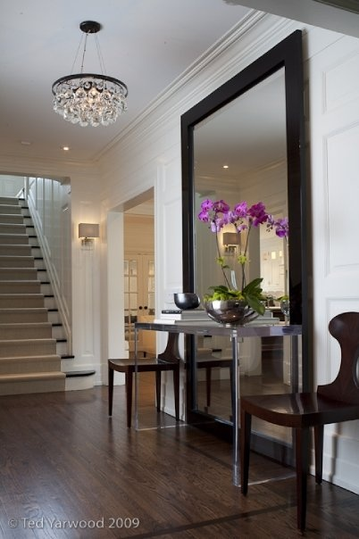 Lunes de decoraci n el recibidor o foyer la vida de for Espejos grandes recibidor