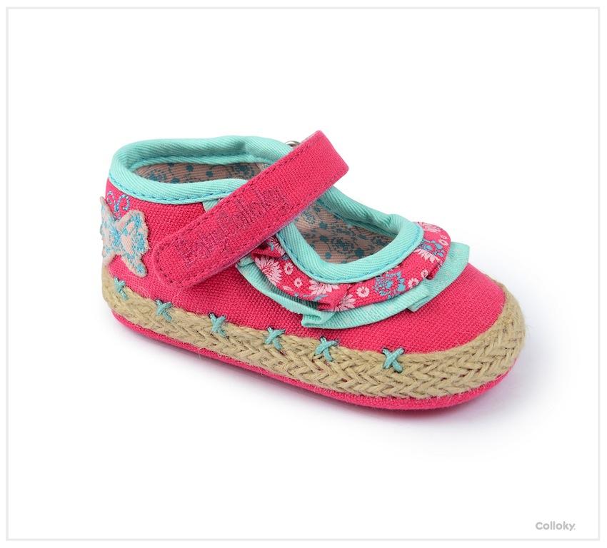 Es mejor elegir un zapato de buena calidad, de piel auténtica y con suela que no resbale. El calzado de poca calidad propicia la aparición de hongos en los pies, no se adapta con soltura, hace rozaduras y no son confortables. Si buscas los primeros zapatos para tu bebé, cuando empieza a dar los primeros pasos, las tallas son totalmente distintas.
