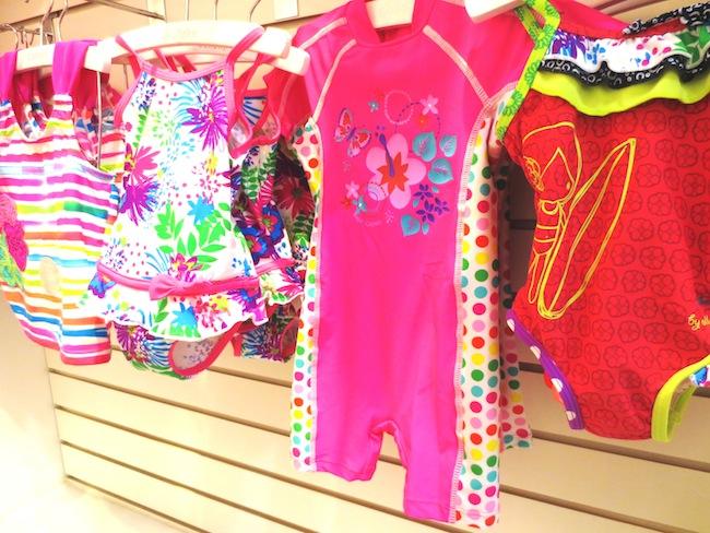 Imagenes De Trajes De Baño Para Ninos:para ellos también, polos con mangas largas y trajes de baño mini