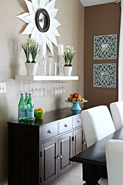 El aparador y el comedor la vida de serendipity for Wine wall art decorating dining room