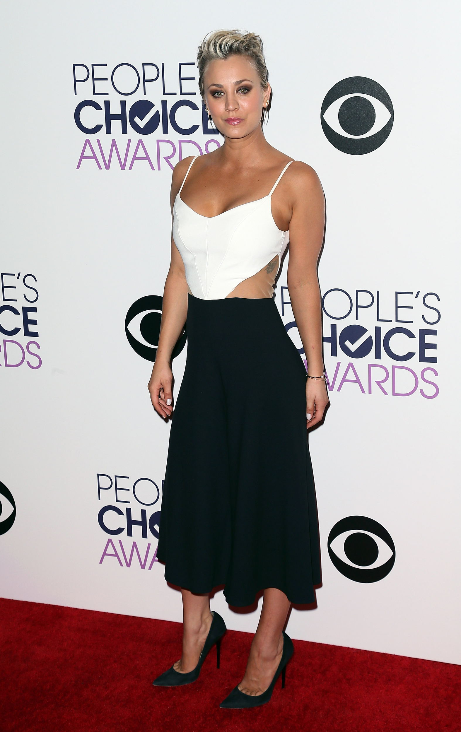 kaley cuoco peoples choice awards