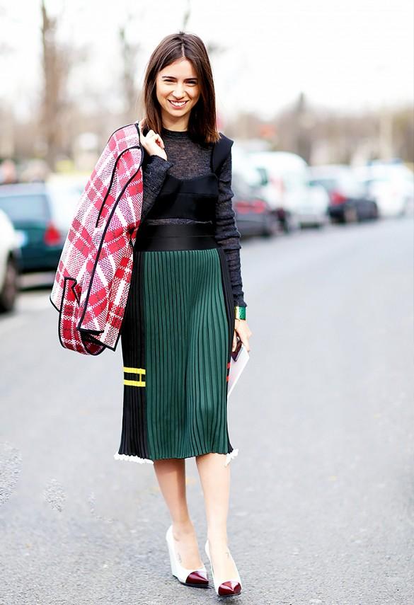 pleated skirt street style