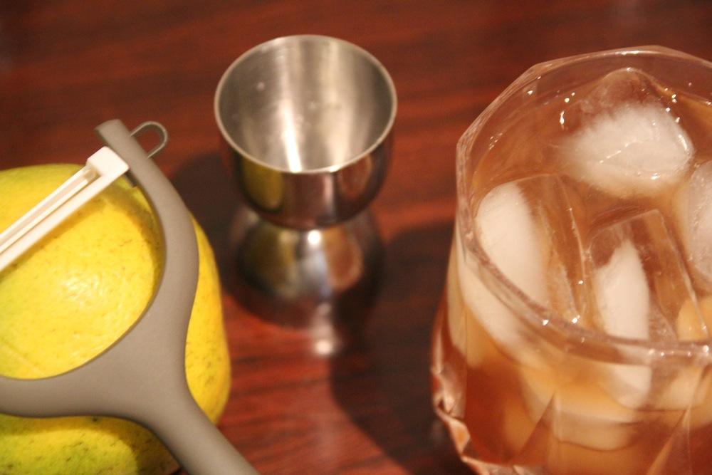 Old Fashioned y cáscara de naranja