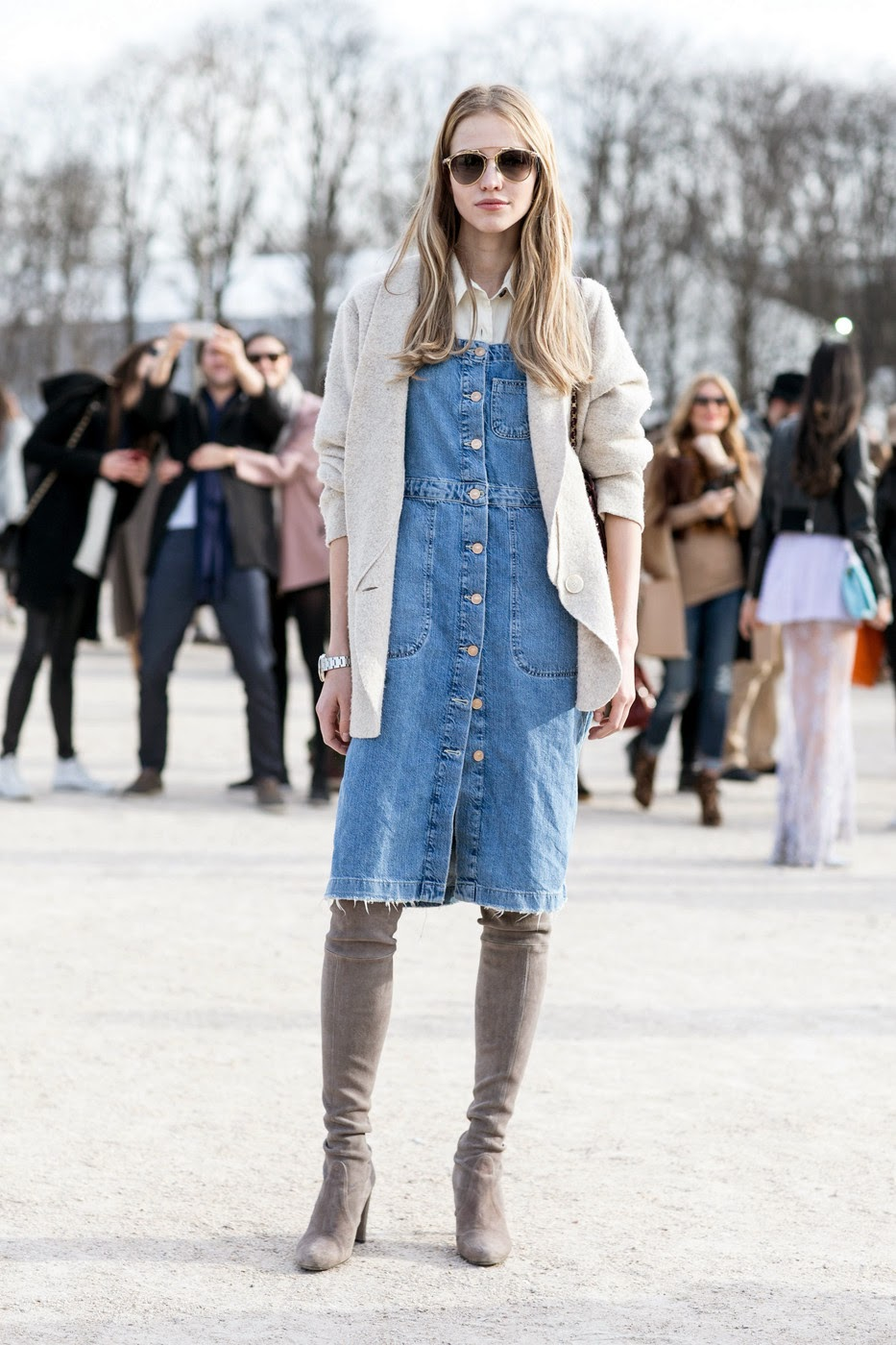 denim dress street style 3
