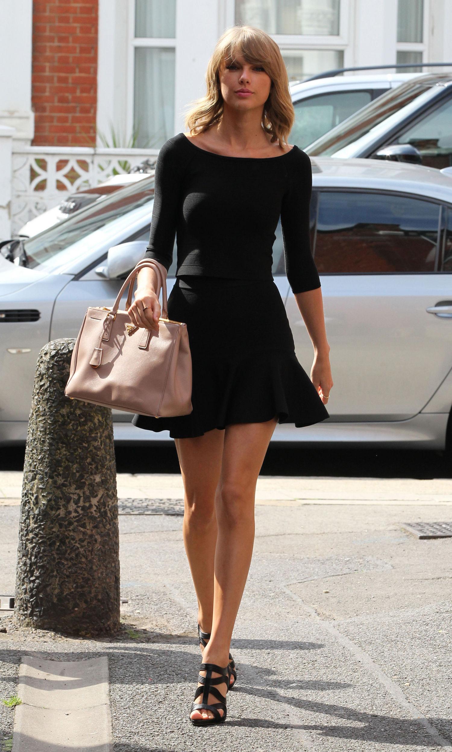 taylor swift mini skirt