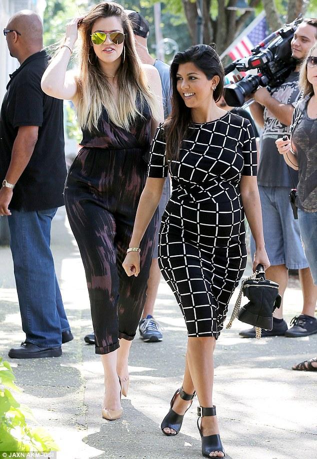 Kourtney Kardashian maternity style 1