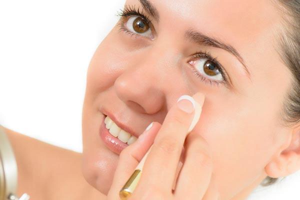 c errrores del maquillaje corrector de ojeras