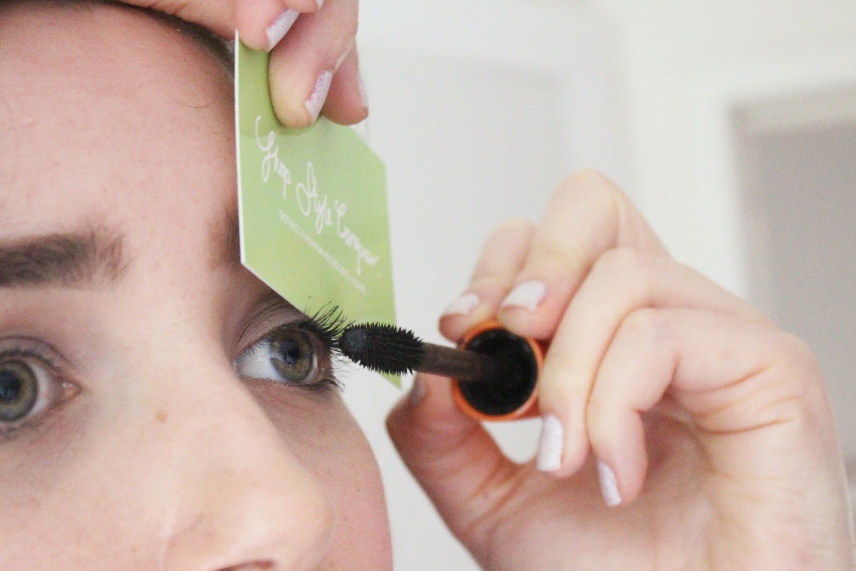 make up tip card over lashes