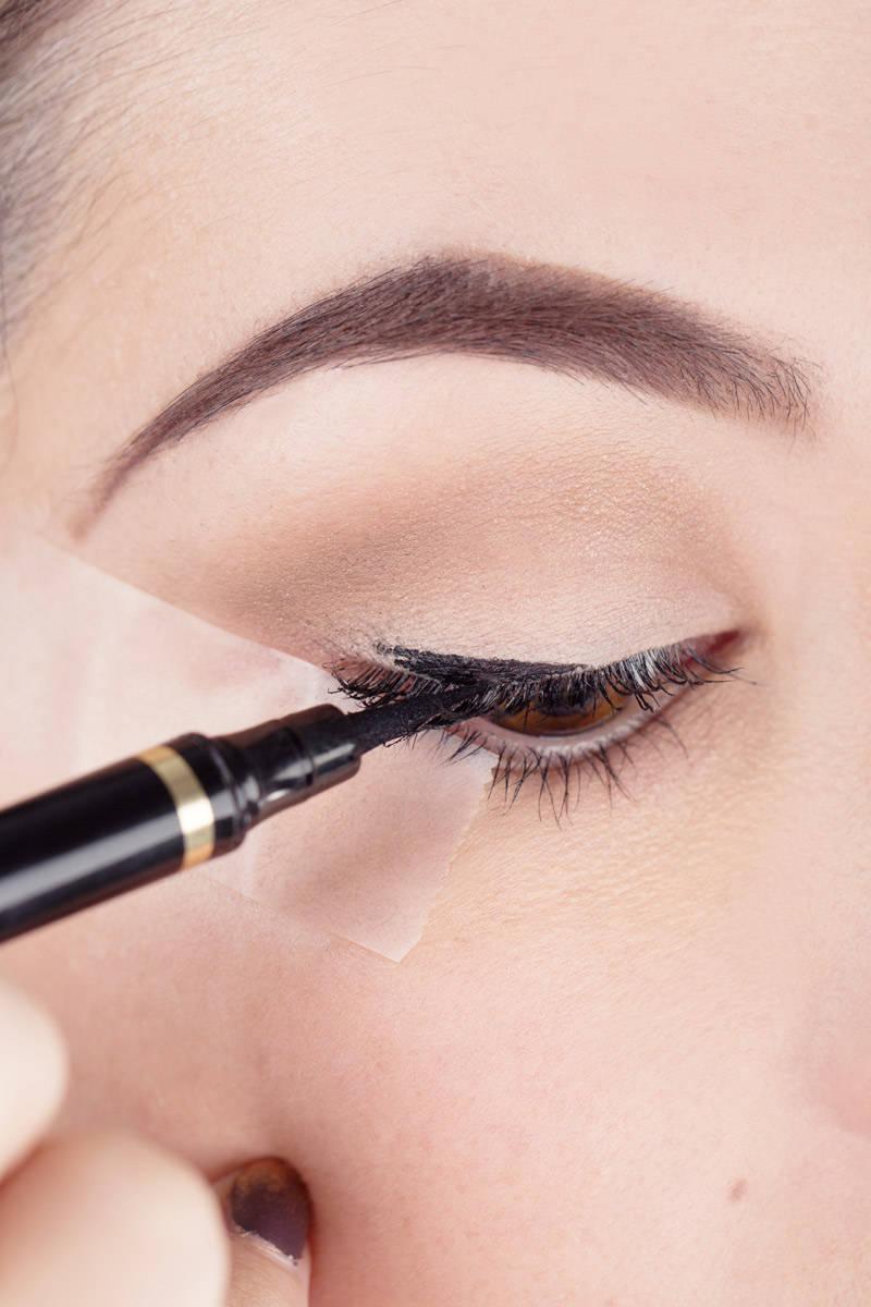make up tip scotch eyeliner