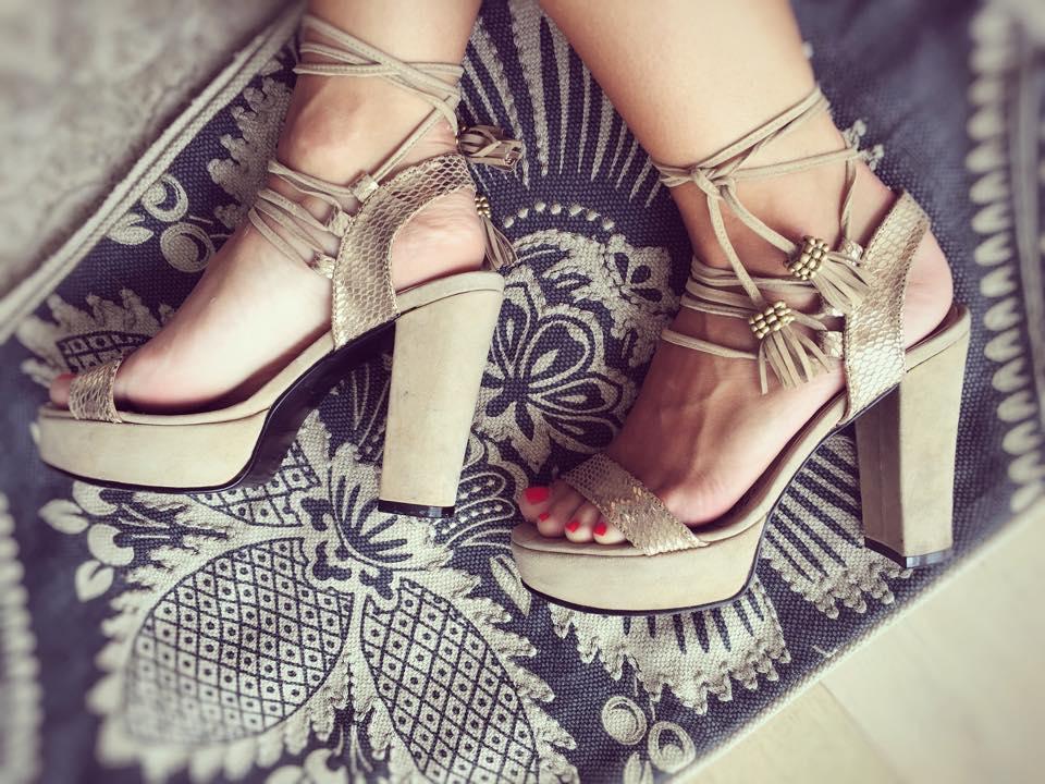 ariana santillana sandalias