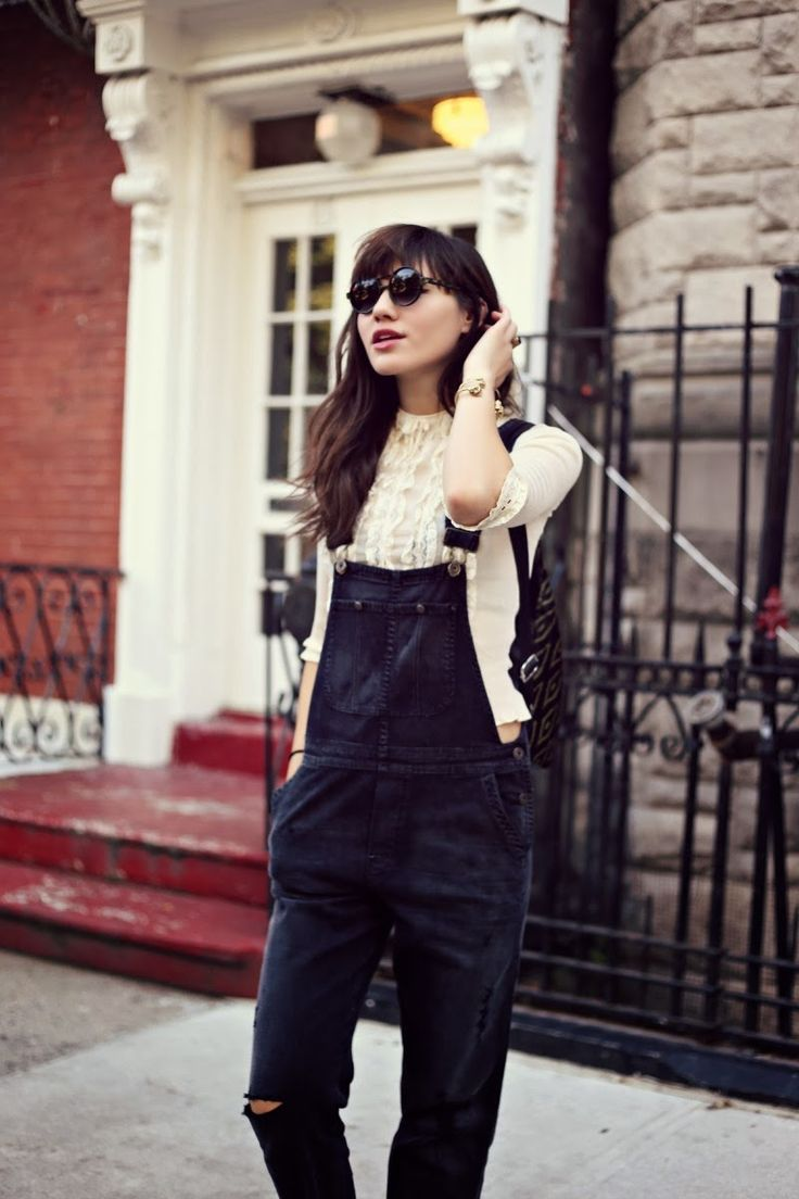 black overalls street style 1