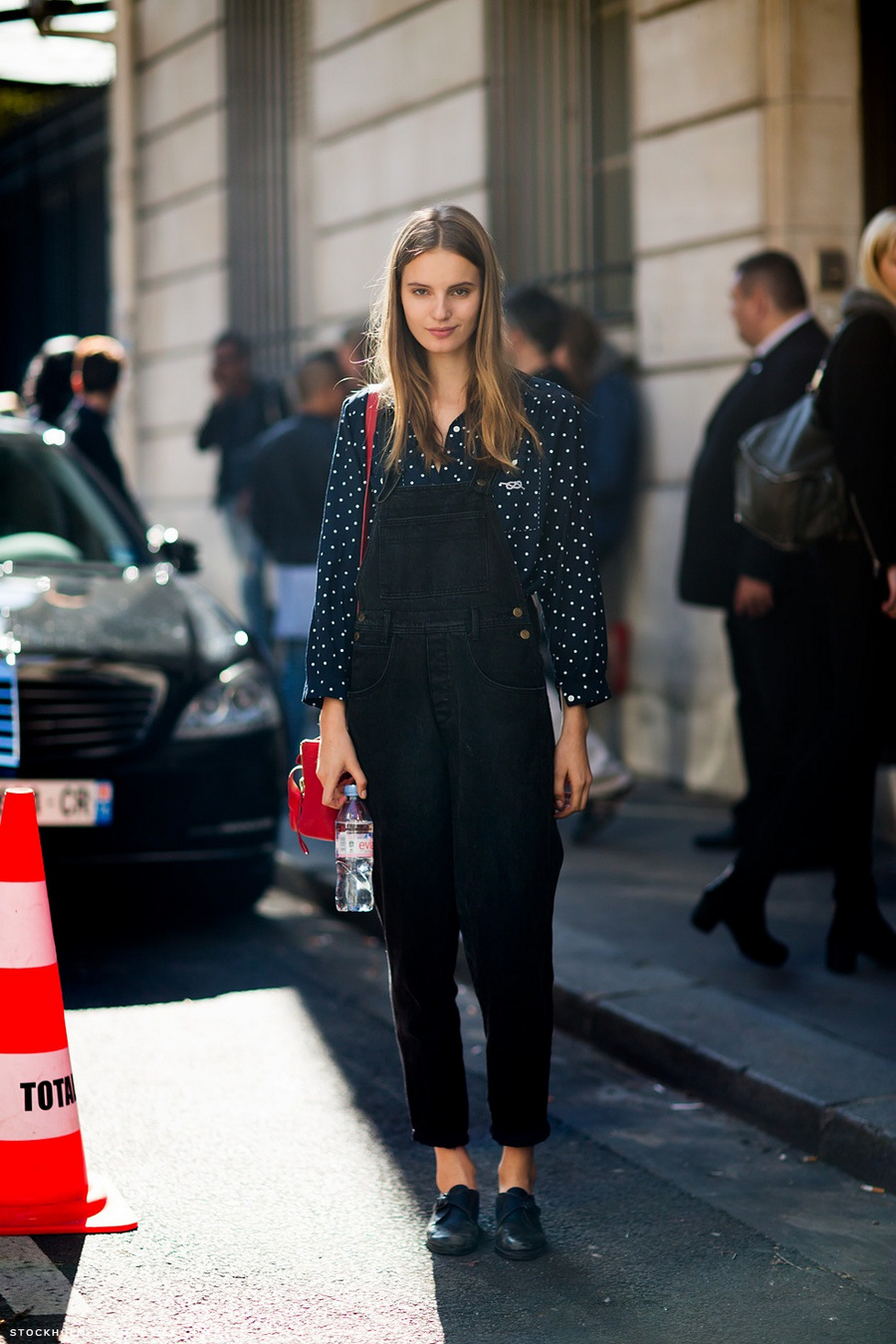 black overalls street style 2