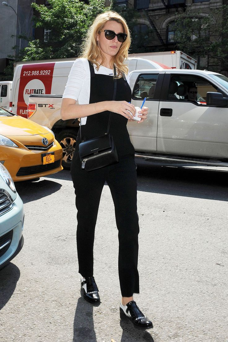 black overalls street style 5