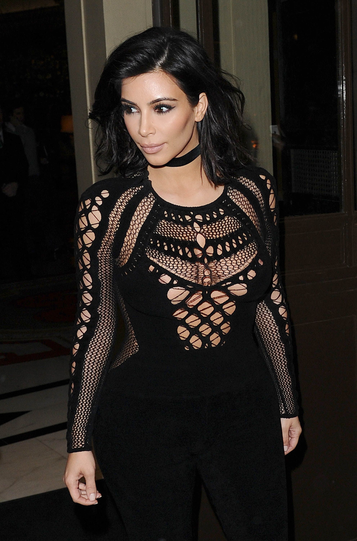 kim kardashian choker look 1