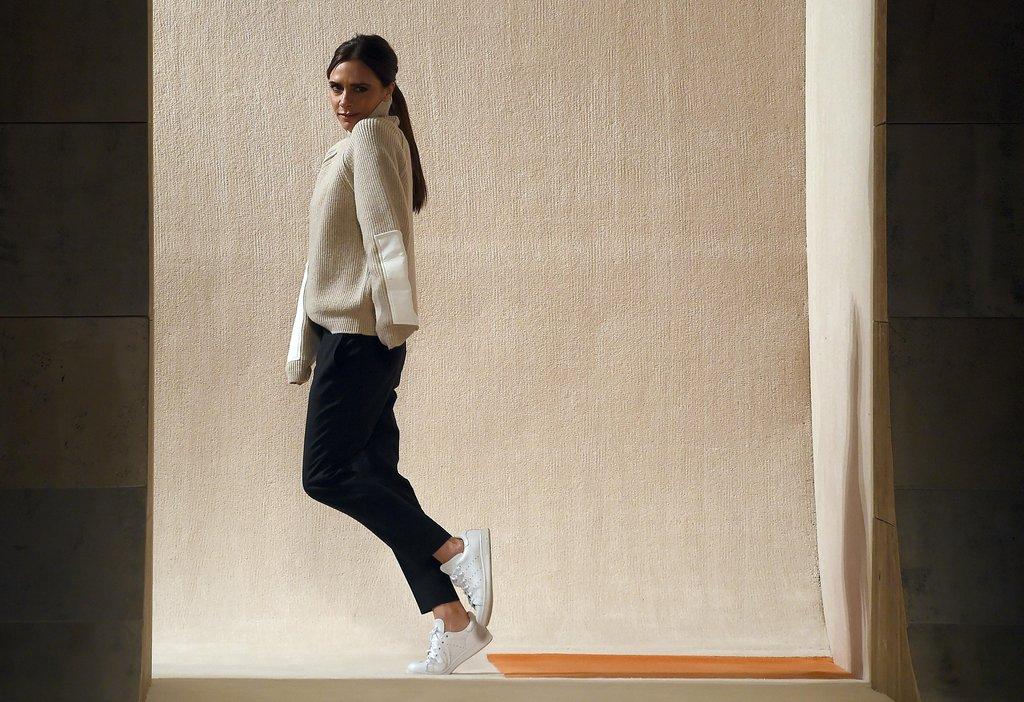 Victoria-Beckham-Wears-Adidas-Stan-Smiths