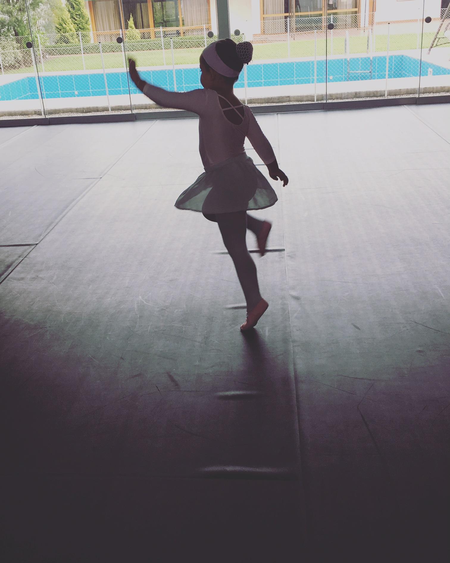 Valentina bailando ballet