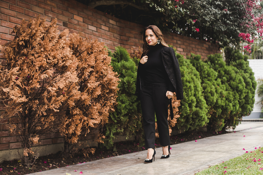 Banana Republic Black sweater, black pants and trech - La Vida de Serendipity 1