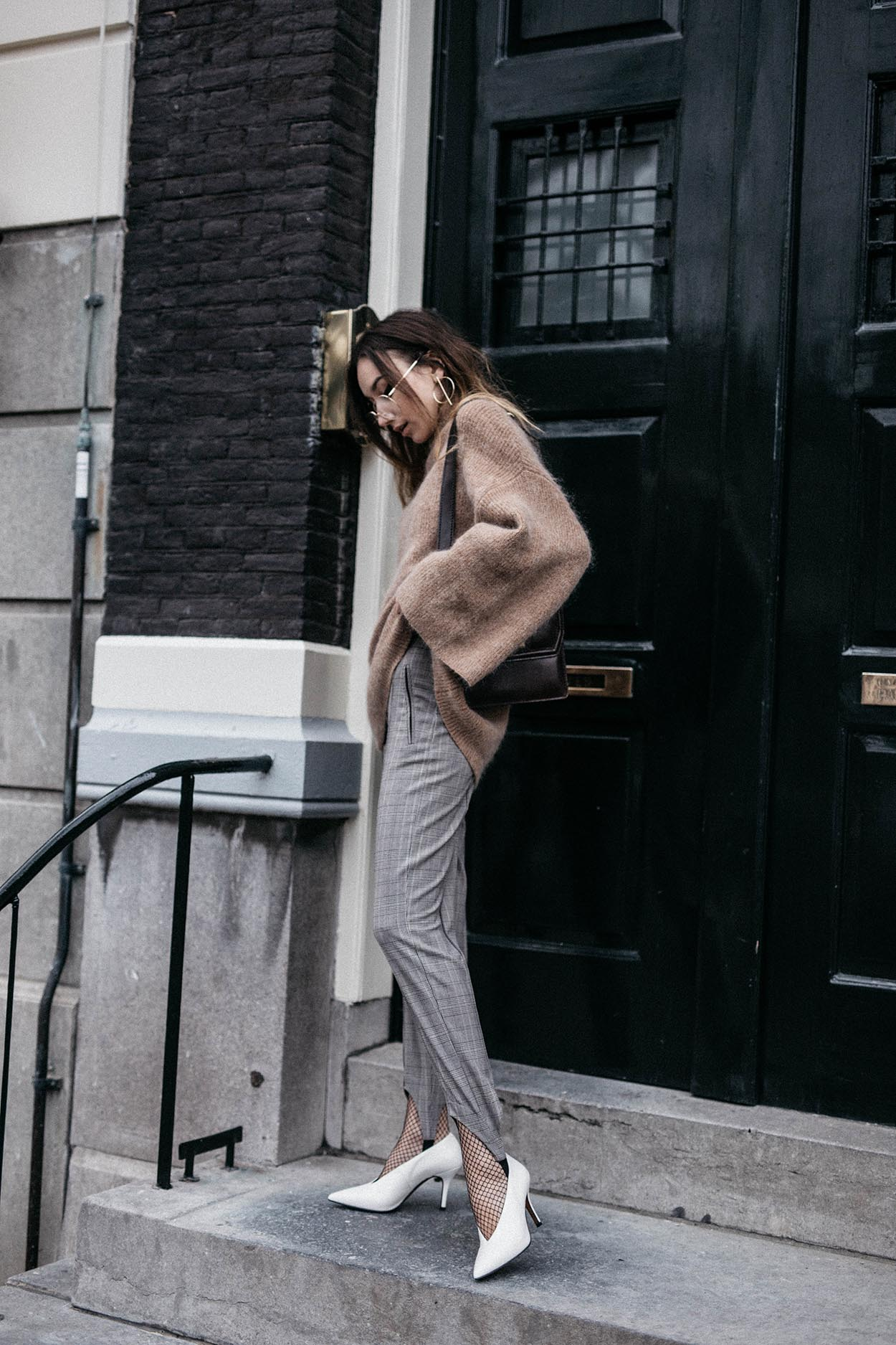 Camel-mohair-sweater-flare-sleeves-trend-stirrup-trousers-white-vintage-pumps-celine-style-fashion-blogger-chic-outfit-inspiration-2