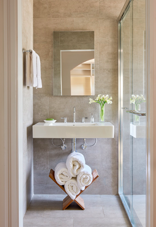How to make a bathroom look bigger and elegant 2
