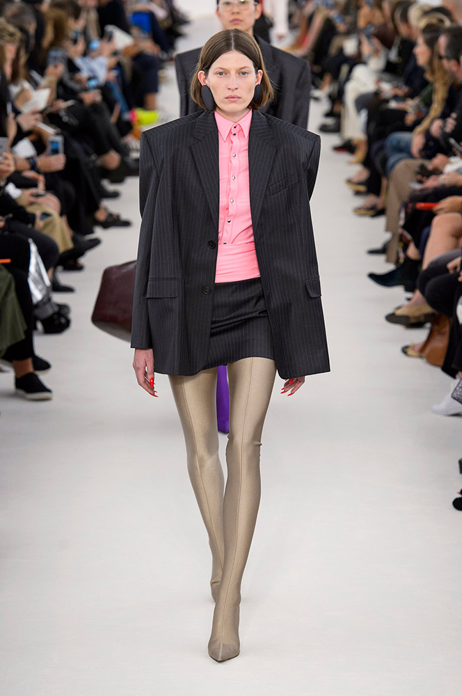 balenciaga-spring-2017-black-skirt-suit-gold-tights-runway