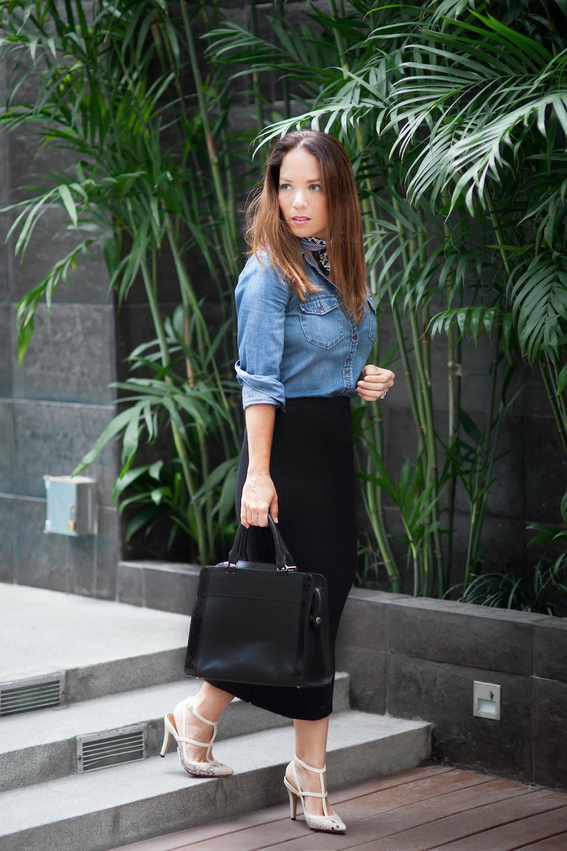 La Vida de Serendipity - Blusa de denim Gap - Falda negra El Closet de mi hermana - cartera Prüne 1