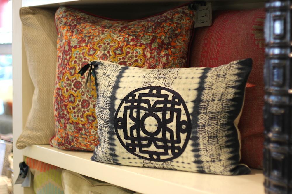 D&O Diseño y Objetos de decoración - 9 consejos para darle un look nuevo a tu casa este verano 5 - cómo decorar con cojines
