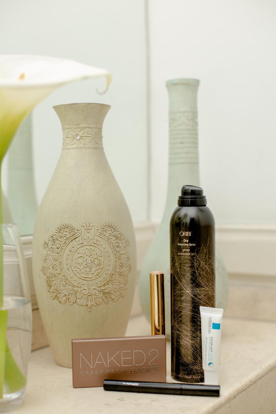 Not Sponsored Post 1 Oribe Dry Texturising - Cicaplast labios - Mac eyeliner - Naked 2 Urban Decay Iluminador Estee Lauder 3C-