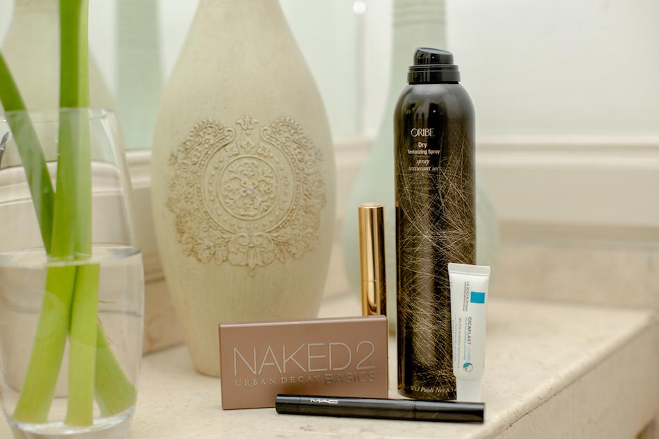 Not Sponsored Post 1 Oribe Dry Texturising - Cicaplast labios - Mac eyeliner - Naked 2 Urban Decay Iluminador Estee Lauder 3C