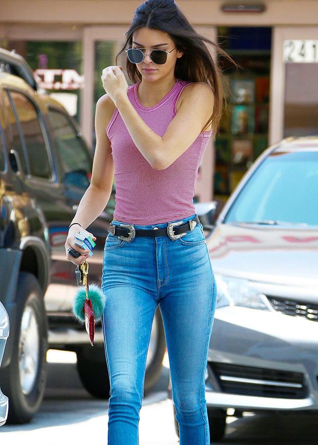 el cinturon de Kendall Jenner