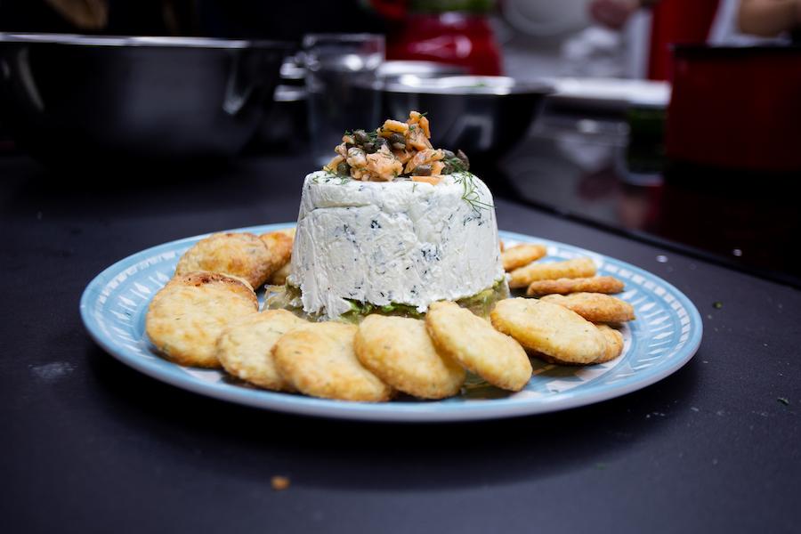 Queso relleno con salmon y cebollas caramelizadas - ximena llosa - urban kitchen - la vida de serendipity.jpg